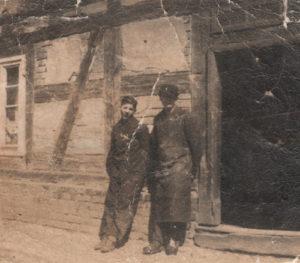 Adolf Heilig (links) mit seinem Bruder Ernst in Unruhstadt.